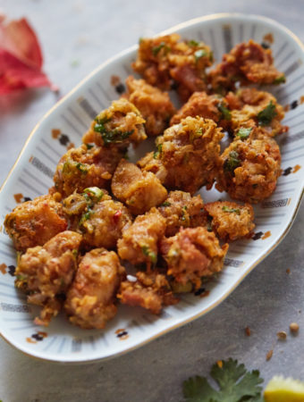 Closeup shot of Chicken Pakora in a plate.