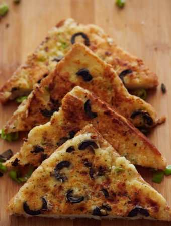 Chilli Cheese Toast with Garlic & Olives | Becky Keeps House - This chilli cheese toast with garlic and olives recipe is as versatile as it is tasty. It's the perfect canapé, breakfast, lunch, snack or tea time treat!